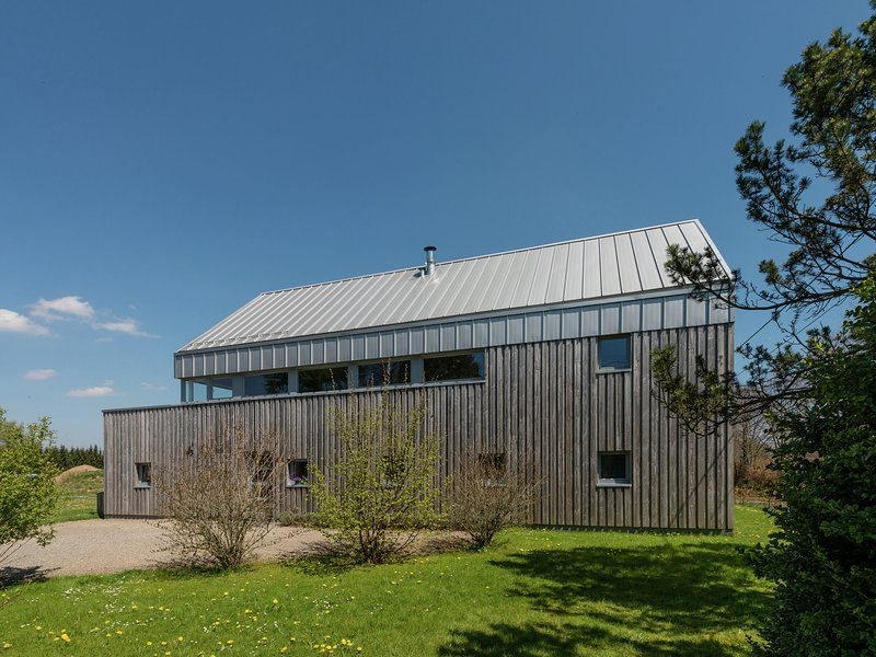 All-in price for this design and comfy home located near the forest, sauna incl., holiday rental in Sourbrodt
