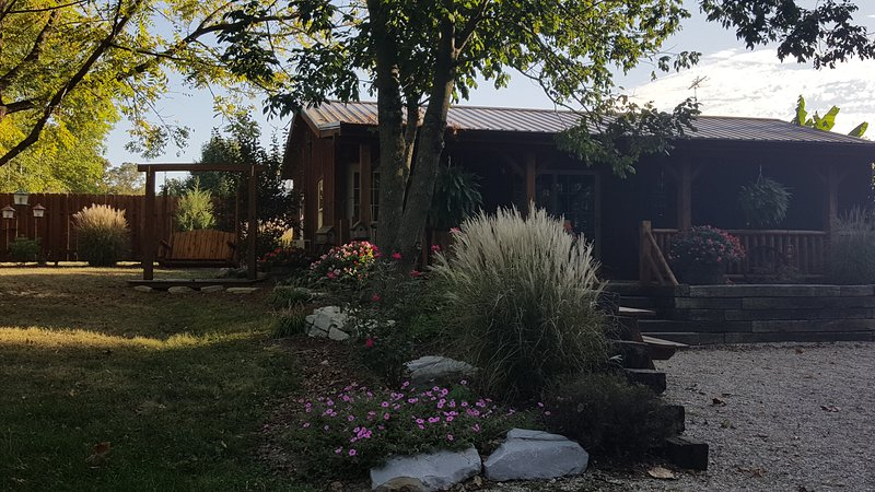 Cozy Cabin on the lake., vacation rental in Loogootee