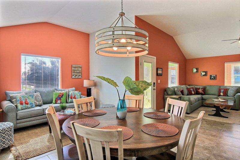 Indoors,Room,Dining Room,Living Room,Furniture