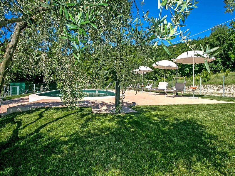 Stunning Villa with Private Pool near Fossombrone, alquiler vacacional en Bellaguardia