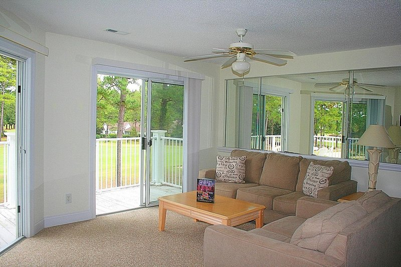 Muebles, sofá, ventilador de techo, mesa, decoración del hogar