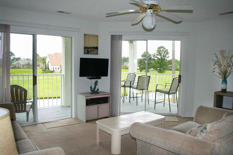 Silla, muebles, ventilador de techo, sofá, mesa