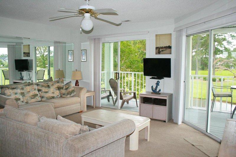 Ventilador de techo, Muebles, Sofá, Interior, Sala de estar