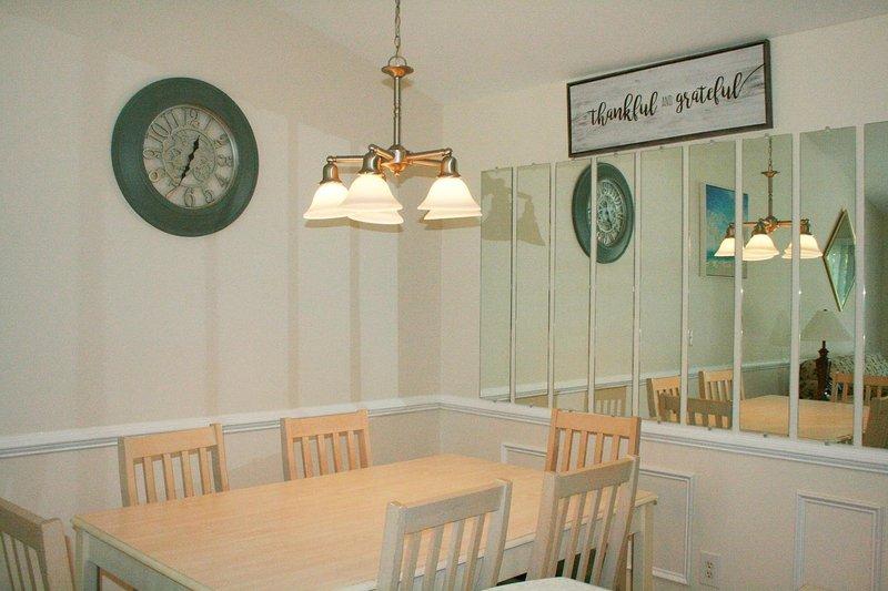 Sedia, mobili, tavolo, tavolo da pranzo, lampada