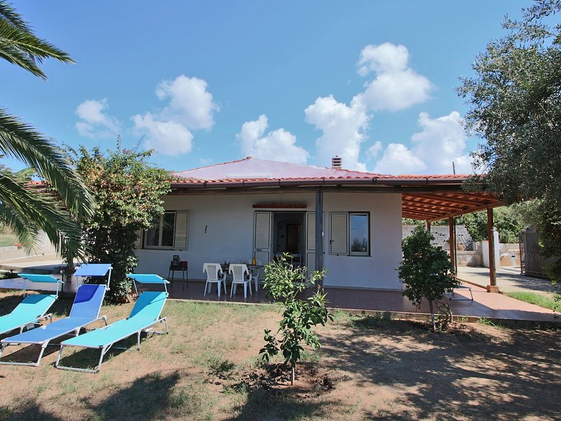 Cosy Holiday Home in Ricadi near Sea, holiday rental in Nicotera