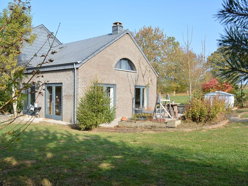 Original house, very comfortable and spacious, in the heart of the Ardennes, vacation rental in La Roche-en-Ardenne