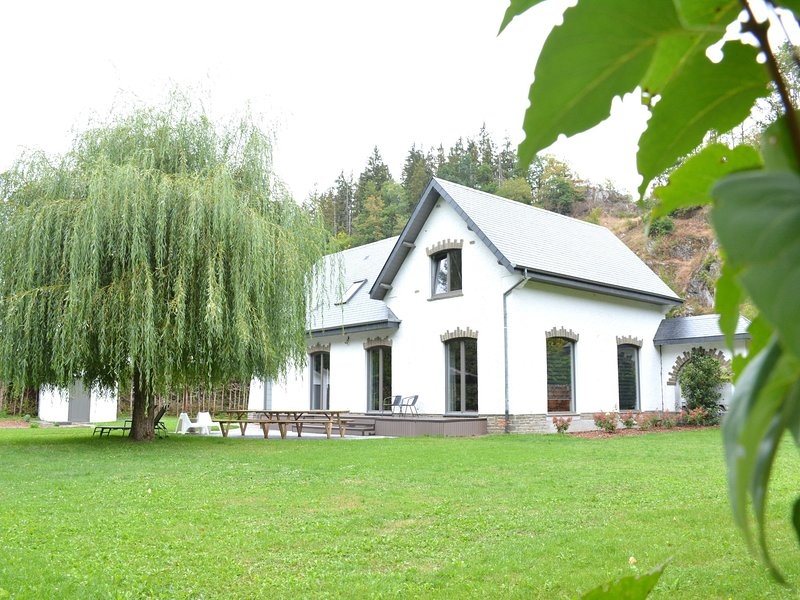 Beautiful Villa in Houffalize with Garden, holiday rental in Lullange