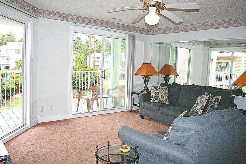 Ventilateur de plafond, meubles, canapé, salon, intérieur