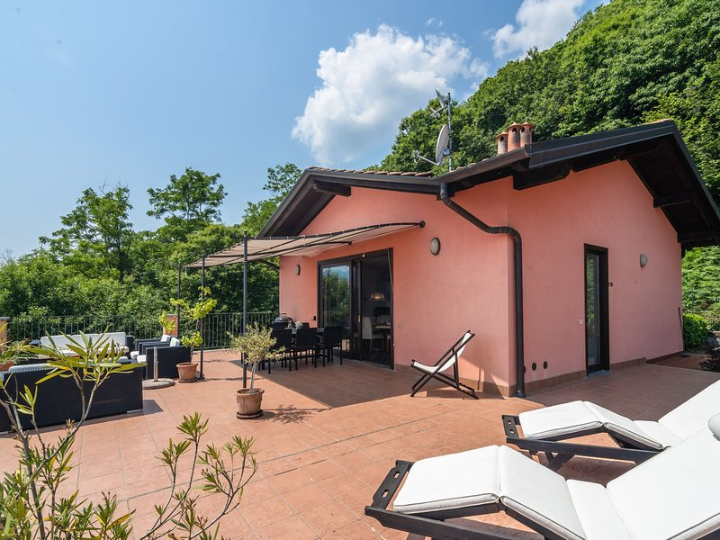 Lovely Apartment in Oggebbio with Swimming Pool, holiday rental in Barbe Superiore