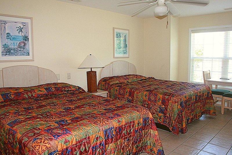 Lit, meubles, ventilateur de plafond, chambre à coucher, à l'intérieur