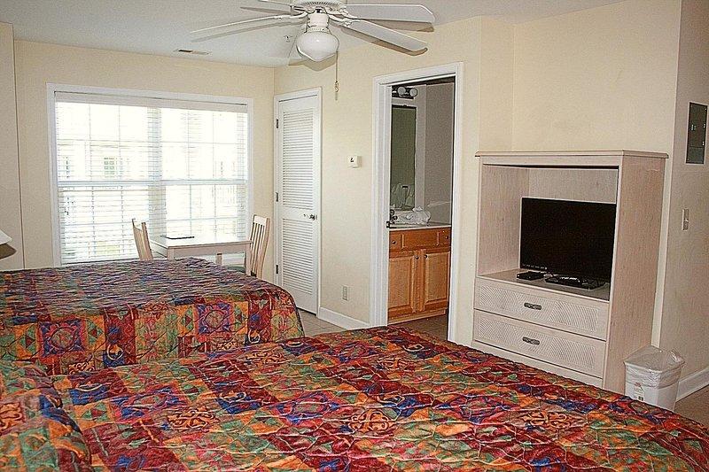 Ventilateur de plafond, tapis, décoration intérieure, chaise, meubles