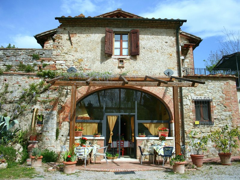 Beautiful villa with private garden and private pool, two terraces and wifi, vacation rental in Armaiolo