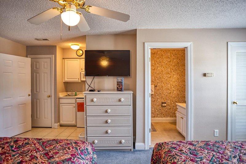 Furniture,Ceiling Fan,Indoors,Room,Bedroom
