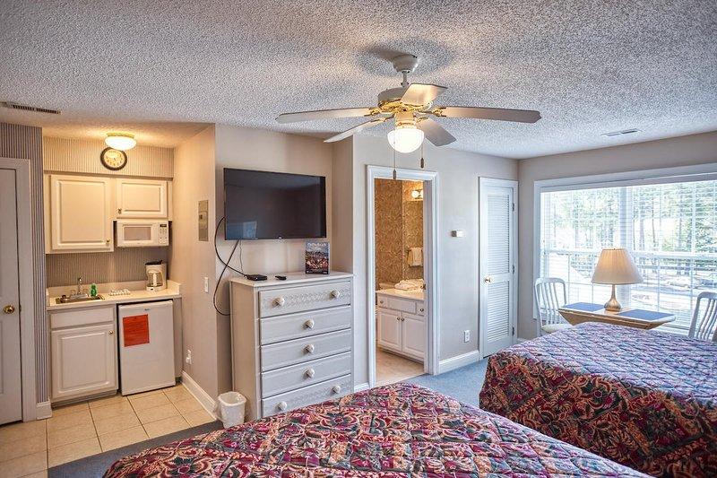 Ceiling Fan,Bedroom,Indoors,Room,Furniture