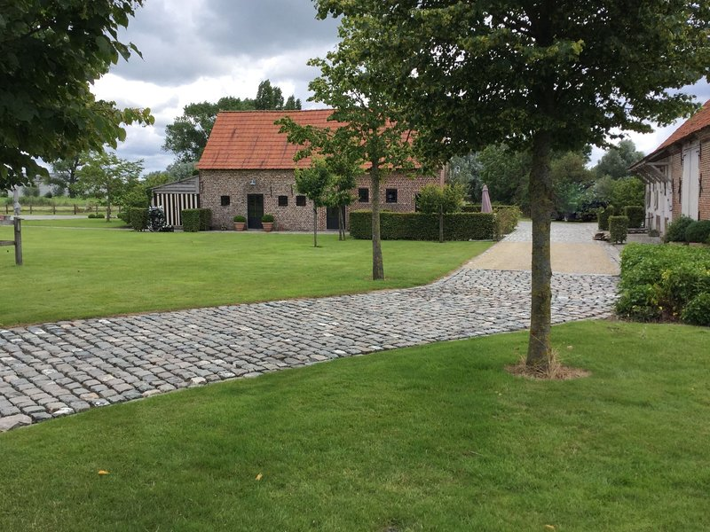 Vintage Farmhouse in Pittem with Forest Nearby, alquiler de vacaciones en Roeselare