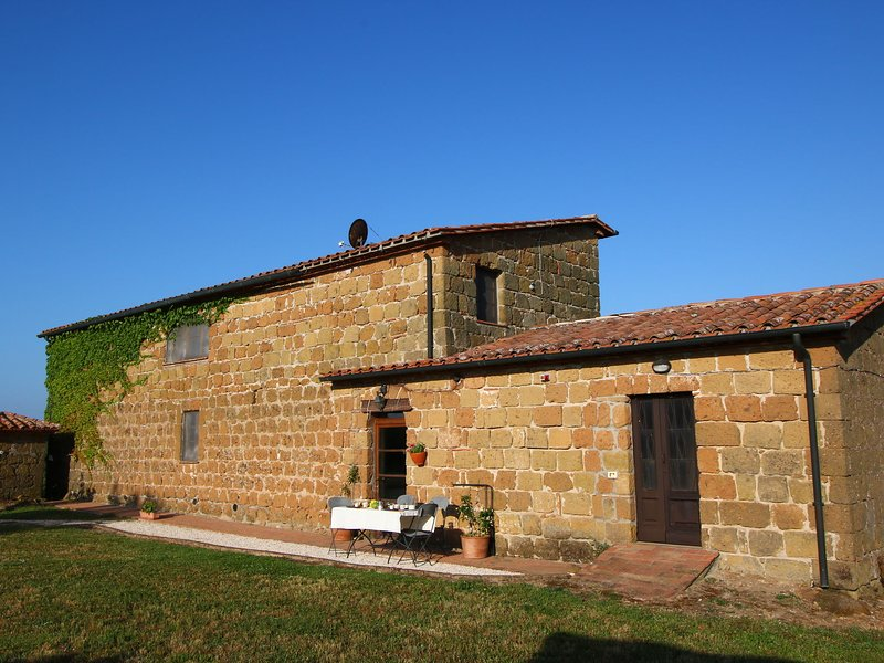 Apartment in an organic agriturismo with sheep, pool, quiet location, vacation rental in Elmo