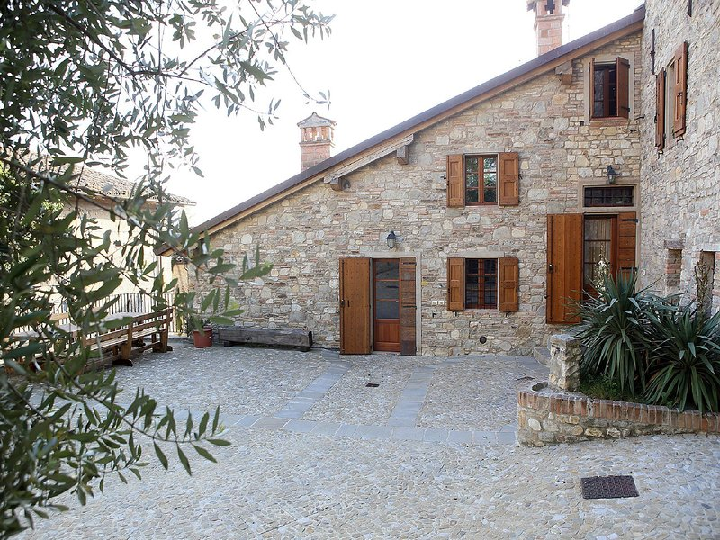 Spacious Holiday Home in   Ca' De' Grimaldi near Town Center, vacation rental in Serramazzoni