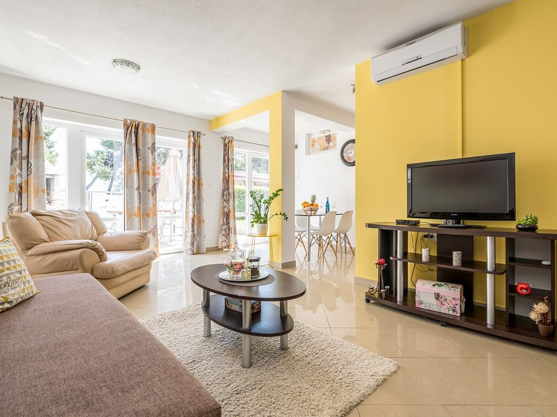 Modern & freshly decorated apartment with terrace,  just steps from the beach, vacation rental in Kastel Stafilic