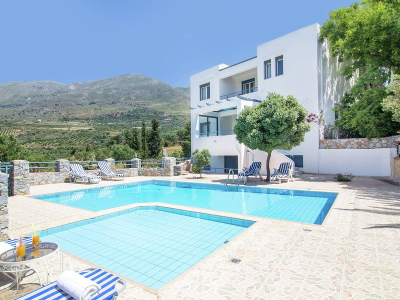 Detached villa with private swimming pool on the estate in SW coast of Plakias, holiday rental in Lefkogia