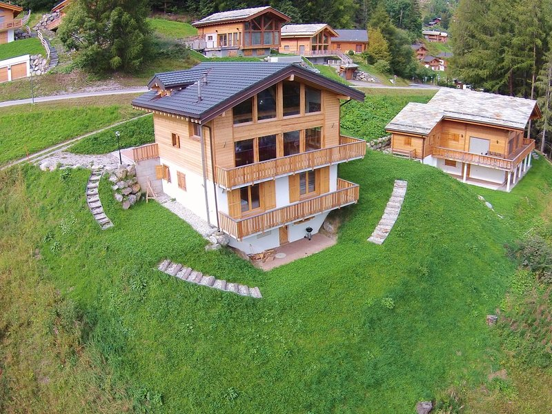 Outstanding, comfortable and charming chalet with open fireplace, holiday rental in La Tzoumaz