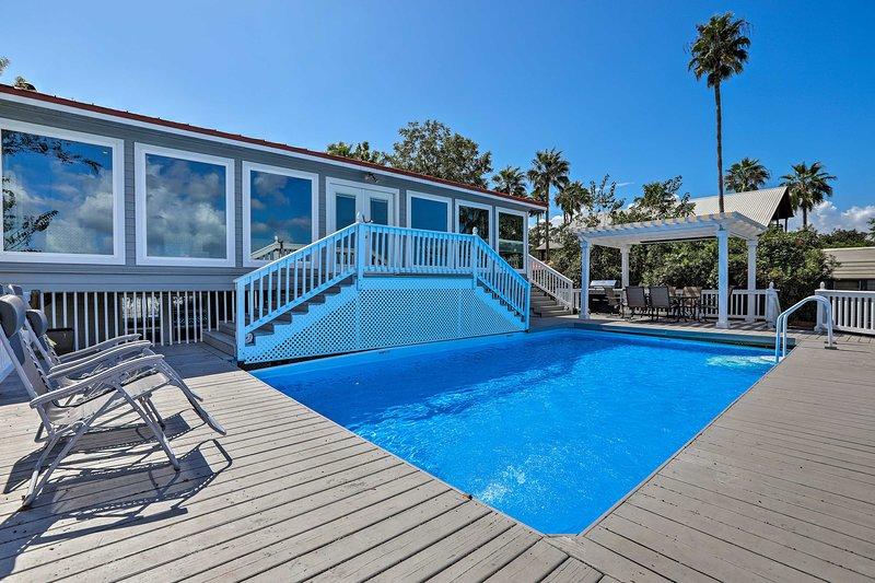 Home w/ Deck & Dock on San Jacinto River!, vacation rental in Highlands