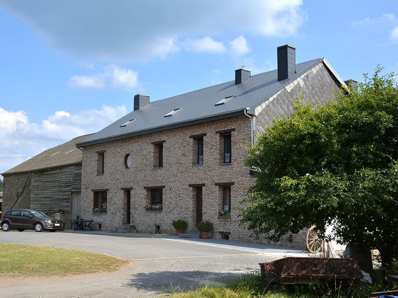Comfortable Farmhouse in Gedinne near the Forest, holiday rental in Montherme