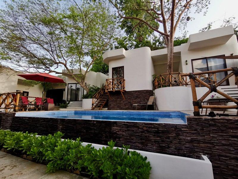 Villa Kuali Villa for up to 16 people, excellent for groups or families, alquiler de vacaciones en San Pancho