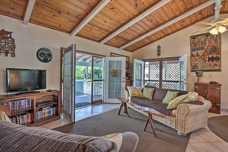 Cozy Home w/Lanai, 1Mi to Pahoehoe Beach Park, aluguéis de temporada em Holualoa