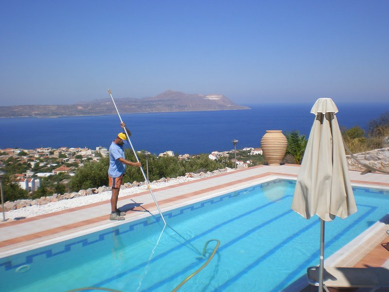 Fantastic luxe modern Villa, large garden, private pool, outdoor kitchen NW, holiday rental in Drapanos