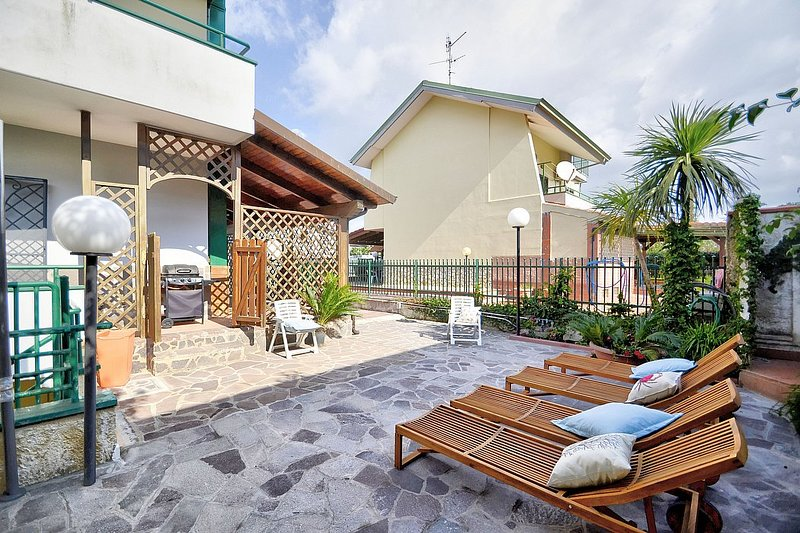 Olmo Panno 2 Holiday Home Sleeps 6 with Air Con - 5816152, holiday rental in Laura