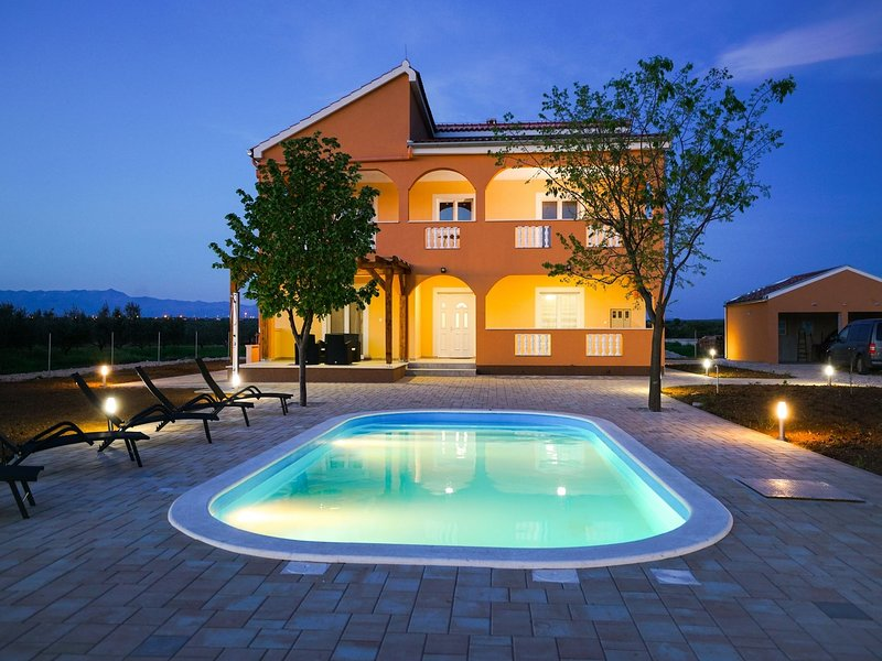 Charming Holiday Home in Prkos with Pool, vacation rental in Galovac