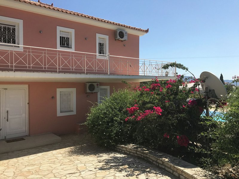 Luxurious Villa in Kamaria with Private Pool, holiday rental in Tapia