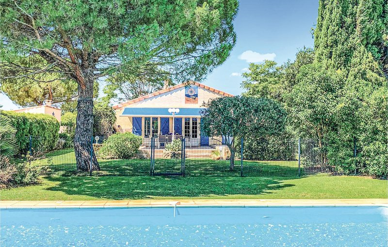 Nice home in Serignan with Outdoor swimming pool, WiFi and 4 Bedrooms (FLH296), holiday rental in Villeneuve les Beziers