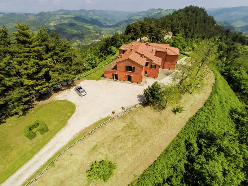 Sprawling Villa in Tredozio Tuscany with Pool, vacation rental in Tredozio