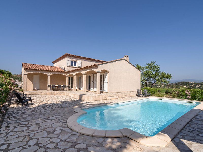 Luxurious villa with private swimming pool and beautiful view of Minervois, alquiler vacacional en Beaufort