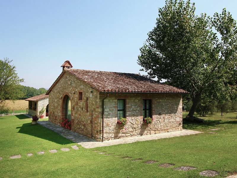 Beautiful 4-bed detached house in the middle of the estate, vacation rental in Fratta Todina