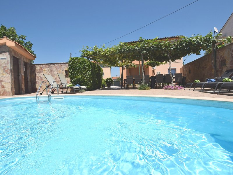 Charming villa 800m from the sea with private pool and BBQ, parking, WiFi, airco, vacation rental in Fazana