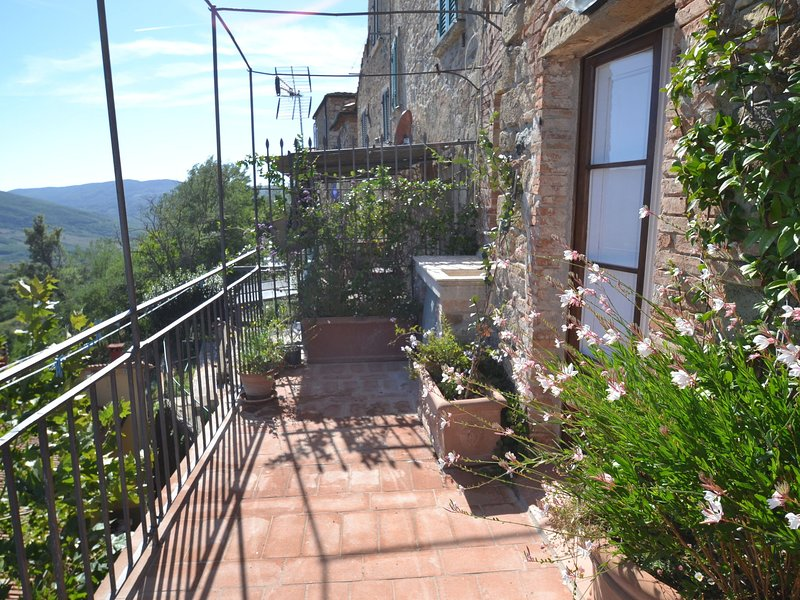 Wonderful Holiday home in Tuscany with private terrace, vacation rental in Castelnuovo di Val di Cecina