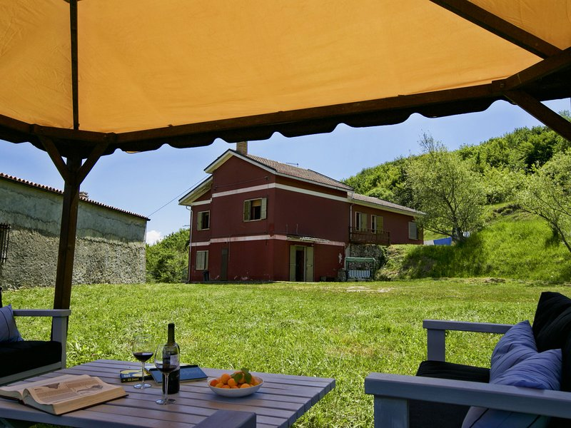 Peaceful Holiday Home in Corvara with Swimming Pool, location de vacances à Civitaquana