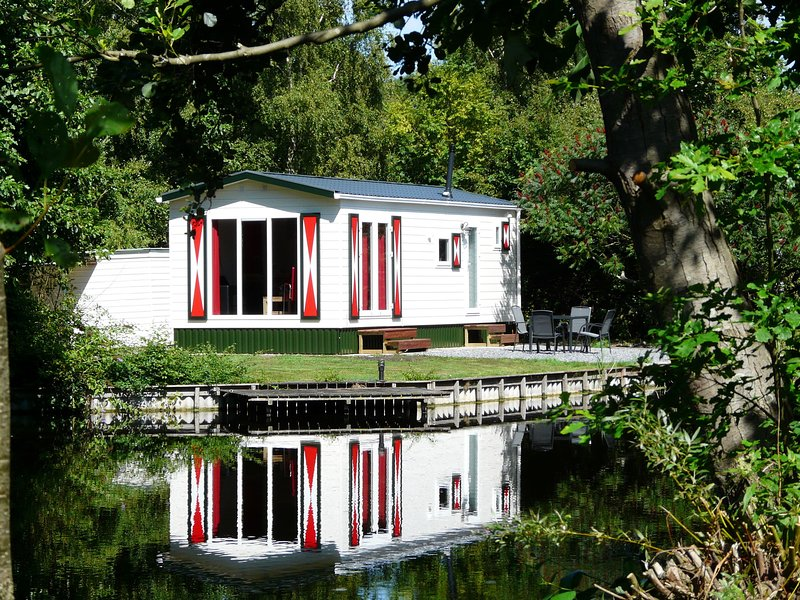 Carefully furnished chalet near the Nieuwkoopse Plassen, holiday rental in Bodegraven