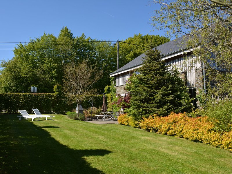 Charming cottage very neat, comfortable, very quiet, beautiful view, with sauna, holiday rental in Redu