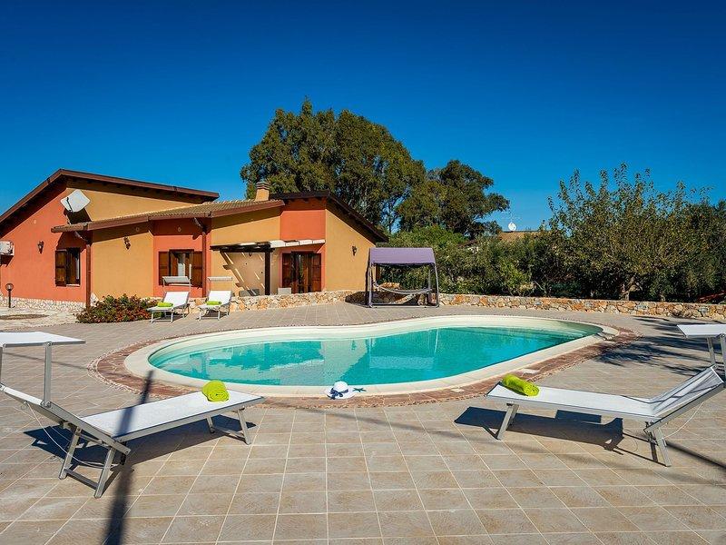 Beautiful Holiday Home in Castellammare del Golfo near Beach, location de vacances à Case Di Girolamo