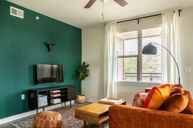 2BR South Congress Apt #2228 | Pool by WanderJaunt, holiday rental in Manchaca