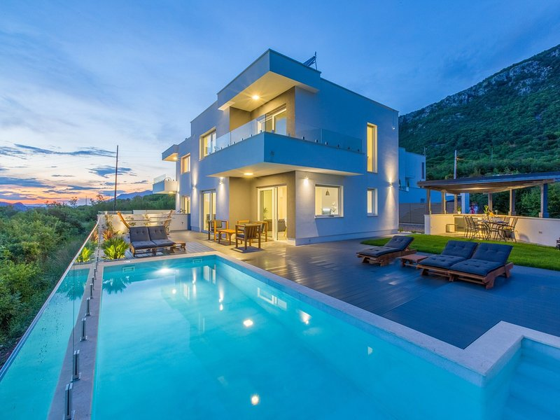 Luxurious holiday home in Grizane with swimming pool, holiday rental in Grizane-Belgrad