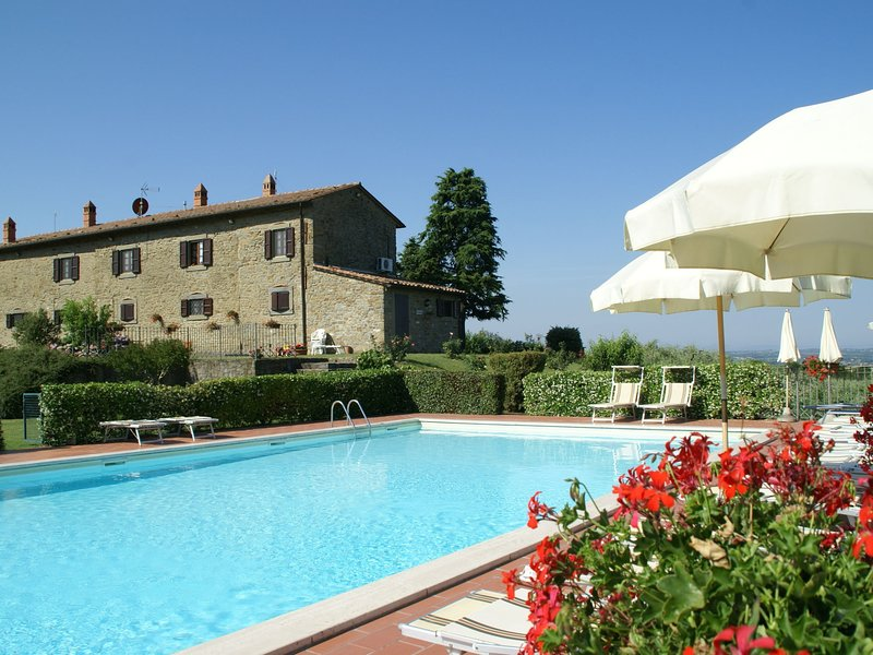 Spacious Holiday Home in Cortona with Swimming Pool, vacation rental in Borghetto
