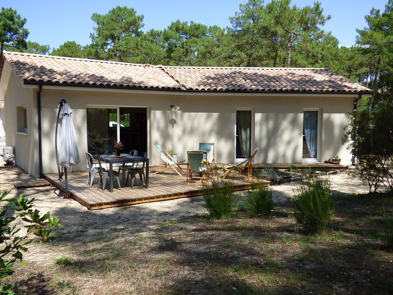 Independent Holiday Home in Gironde with private garden, vacation rental in Carcans