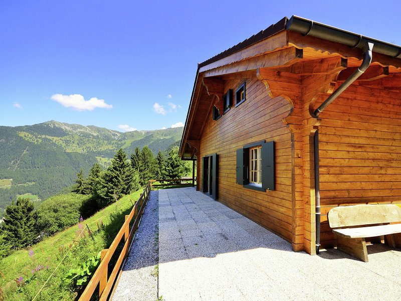 New upgraded comfort chalet directly on the ski slope, with sauna, holiday rental in Riddes