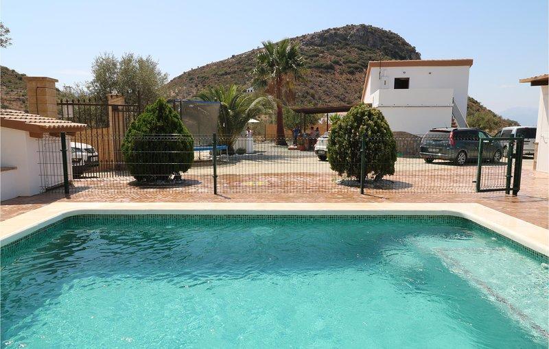 Nice home in Cartama with Outdoor swimming pool, WiFi and Outdoor swimming pool, holiday rental in Estacion de Cartama