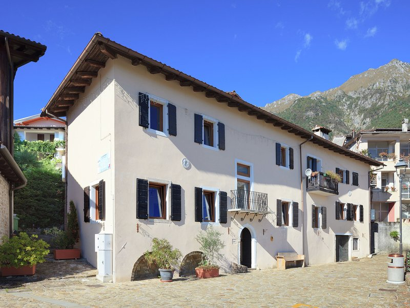 Traditional Apartment in Poffabro with Fireplace, location de vacances à Barcis