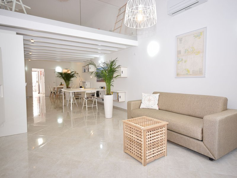 Authentic village house with modern decor in Olhão, near beautiful beaches, holiday rental in Pechao